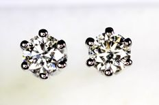 18 kt white gold earrings with diamonds of in total 0.55 ct
