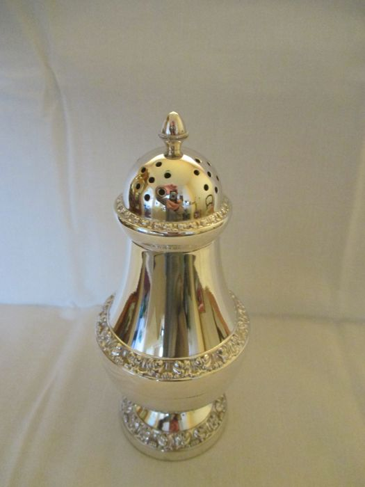 Beautiful heavily silver plated sugar caster (Lanthe)