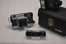 LOT OF 2 MINOLTA CAMERAS AND 1 FLASH