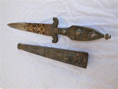Large antique honour hunting knife/hunting dagger of the Tuareg/North Africa with gilding and many engravings/ornaments
