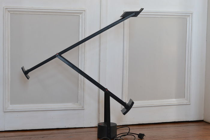 Richard Sapper by Artemide – desk lamp model TIZIO 35 Nero