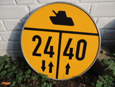 Army Tank - Metal -  Military - Army traffic sign - Tank division - very beautiful - Origin Eastern Europe.