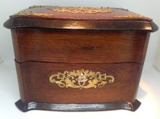 Edwardian tea chest with beautiful lace mounting - England - ca. 1890
