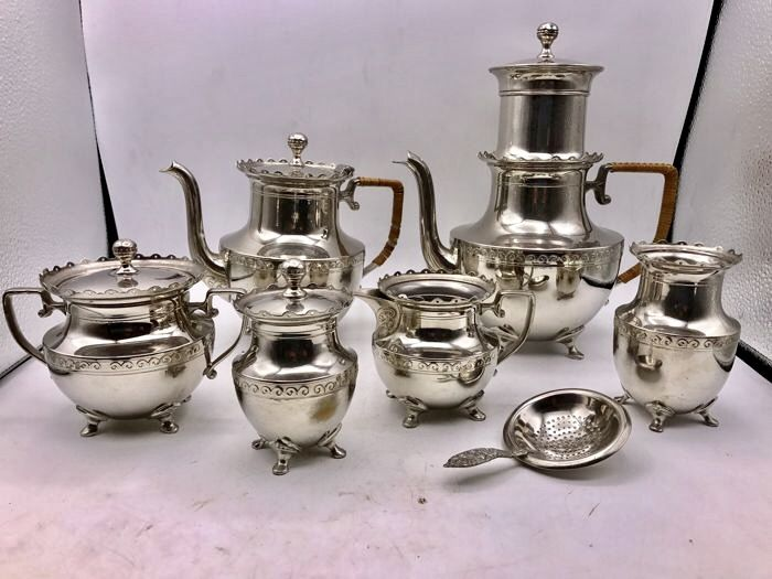 Large 7 pieced silver plated Dutch Art Deco coffee and tea set - Tiel, 1st half of the 20th century