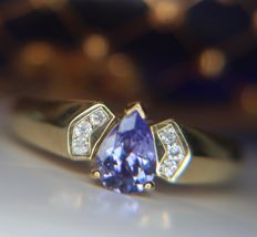 Vintage Gold ring with clear blue Tanzanite in a pear shape enchanted by 6 old European cut Diamonds [H/VS], total of 0.72ct in gems - in excellent condition.
