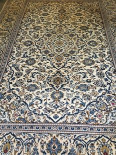 Magnificent original Persian ROYAL KASHAN with plant-based colours!! Approx. 200 x 300 - in very good condition - free shipping to the EU.