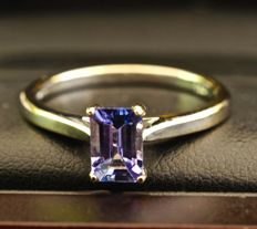 Superb 18 kt white gold ring set with a tanzanite of 0.69 ct in octagonal cut, ring size: 53