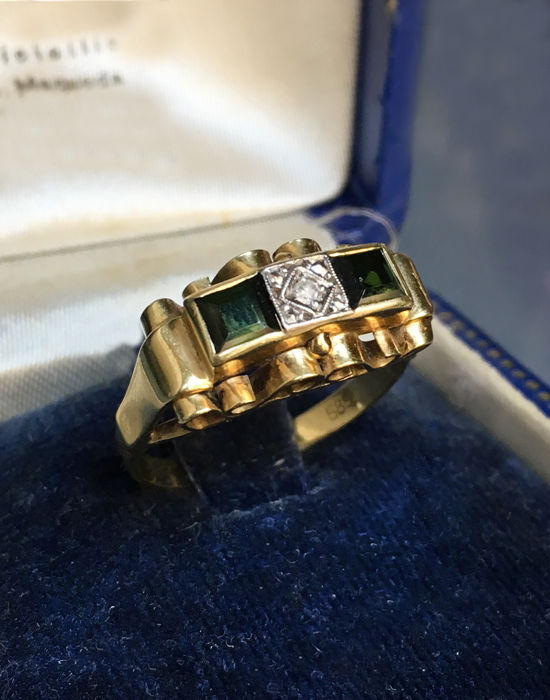 Ring with diamonds for approx. 0.02 ct and two tourmaline gemstones for 0.30 ct 14 kt yellow gold