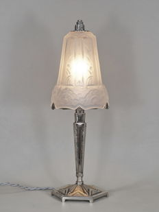 MAYNADIER - Art Deco lamp - nickeled bronze and moulded pressed glass