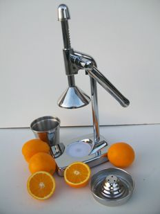 Design juicer  - Chromed.