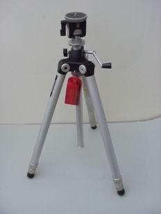 Offered: a Slik system tripod, type Goodman S-103, by the renowned Slik tripod producer from Japan.
