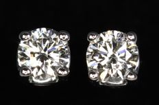 18 kt white gold ear studs with diamonds,, 0.58 ct in total