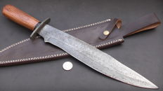 Handmade damask knife - very long (45.7 cm) and sturdy knife (464 grams) - handle from walnut wood - with leather sheath