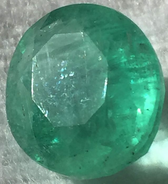 Emerald - Green - 5.92 ct