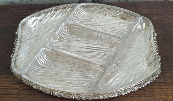 Nice, silver plated and richly decorated appetiser tray with 5 decorated glass inserts