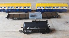 Roco/Liliput H0 - 46339/46340/67551/250 - Four freight cars UTD, Akzo and a long stanchion wagon of the NS