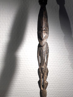 figurative stick / hairpin - Lower Sepik - Papua New Guinea