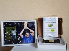 Final WC 2006 Italy - France - original piece of grass in acrylic + hand signed framed photo in passepartout Gennaro Gattuso Italy 2006 + COA