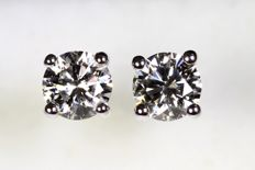18 kt white gold studs with a total of 1.40 ct of diamonds