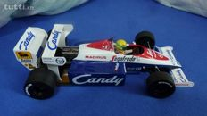 Minichamps - Scale 1/18 - Toleman Hart TG184 1984 Ayrton Senna Podium at Brands Hatch Sponsor