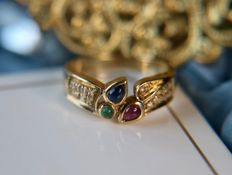 Vintage gold ring enchanted with 3 color natural Emerald, Ruby, Sapphire and surrounded by 17 small in 8/8 cut diamonds for a total of 0.46ct of gems.