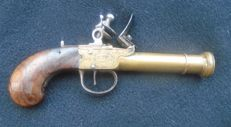 Blunderbuss Flint Pistol. UNITED KINGDOM from the 18th Century, for Navy. Bronze Stock and Barrel.
