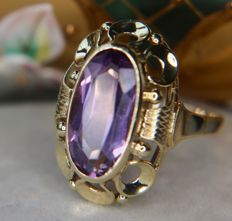 3.03ct Amethyst vintage ring in a wide 14Kt. gold frame in an excellent condition - Handcraft