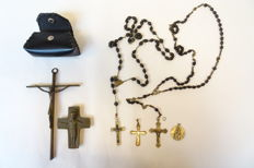 Lot of six items: antique rosaries, crosses, amulet, silver plated, pits Bronze crosses, case
