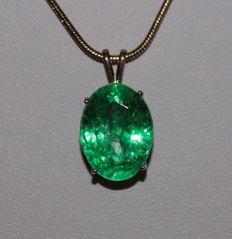 Silver pendant with natural Emerald of 9.32 ct - length: