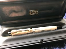 Parker Duofold fountain pen , with original box and  cardtridges.