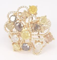 Ring in 4.25 carats Colored Diamonds and 0.62 carats White Diamond in 18 kt in Yellow Gold- FREE SHIPPING