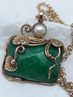Large unique Vintage Jade and Freshwater Pearl draped in vine scrollwork 9K gold over 925 necklace with Stratton box