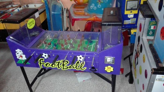 Beaver Foosball balls dispenser for children