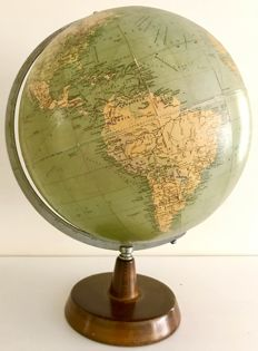 A rare and large (13,5 inch) Philips Globe - 1961 - London.