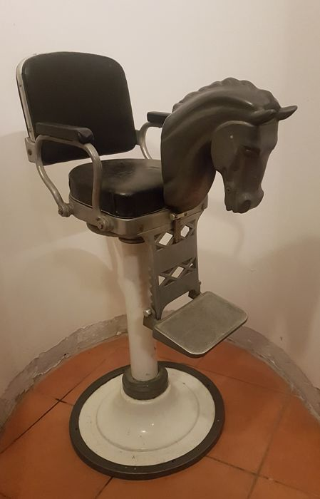 Hair salon chair with horse head for children & Hair salon chair with horse head for children - Catawiki