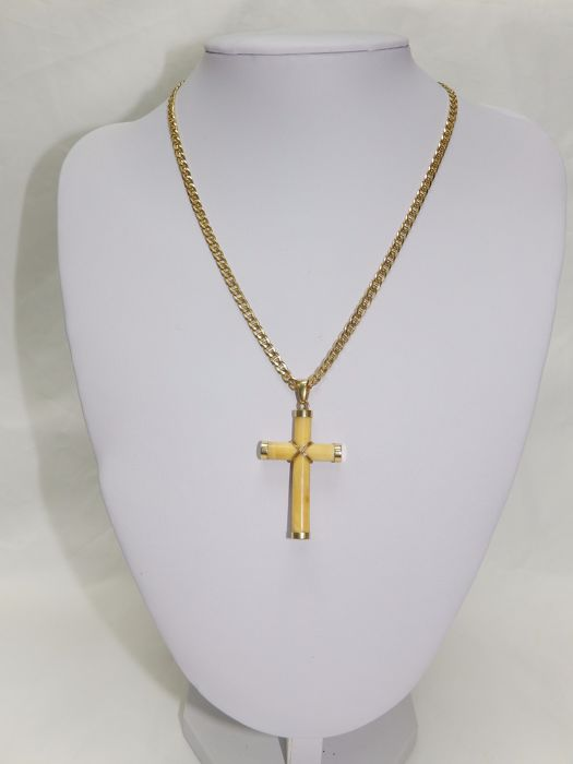 Beaded Necklace of 18 kt Gold with Latina Cross of Gold and Ivory.