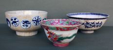 Lot of 3 antique bowls 'Symbols' - Blue ivy - Rooster - China - 18th-19th century  - The rooster is Straits Chinese