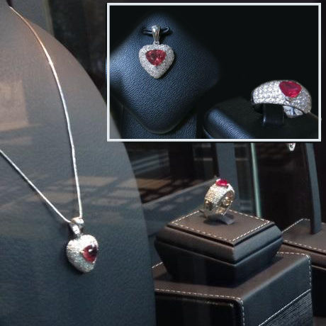 Set Necklace + Ring Burmese Rubies 2.75 ct total, natural diamonds, 18 kt white Gold