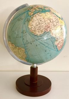 Political SVH globe in very good old condition. Circa 1950