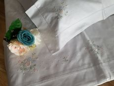 Wonderful cotton double sheet with handmade satin stitch embroidery