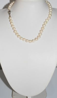 7.5-mm freshwater cultivated pearl necklace with 925 silver closureLength: 42 cm