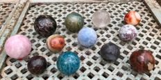 Interesting collection of Mineral spheres - 6 to 9 cm - 8.68 kg (12)