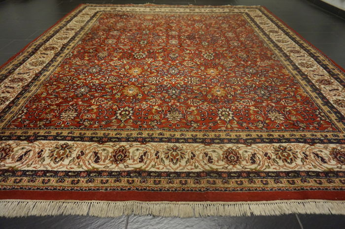 Magnificent hand-knotted Indo Sarouk Sarough floral pattern 260 x 300 cm, made in India, end of the 20th century