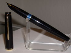 Vintage Montblanc No 24 piston filler fountain pen 14 carat OM nib - 60s