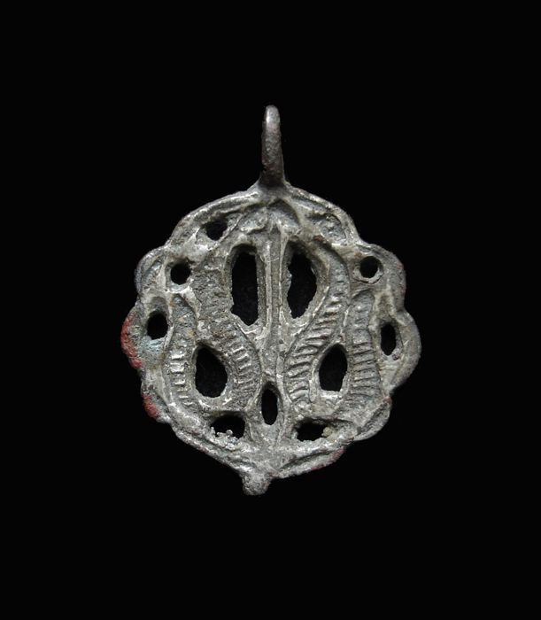 Islamic silver-gilt bronze pendant - 31 mm