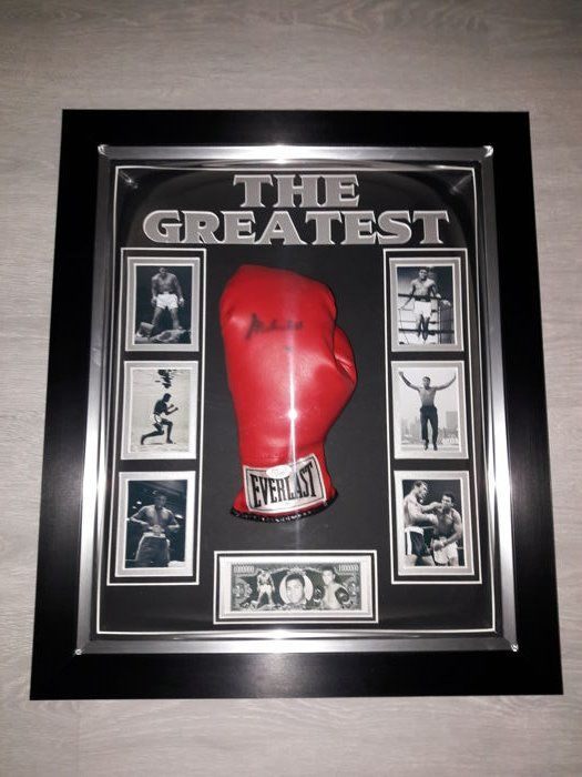 Muhammad Ali autographed unique Everlast boxing glove in a beautiful convex display + COA (JSA) James Spence Authentication