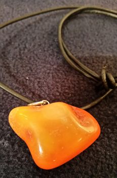 Pendant with antique butterscotch amber, 100% original orange egg yolk, 10.71 g