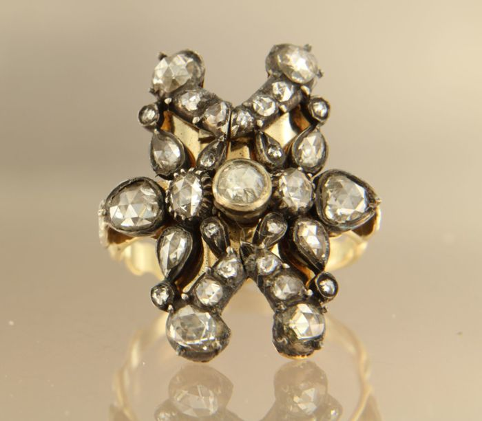 14 kt and Z2 gold with silver ring set with various rose cut diamonds, approx. 1.00 ct in total