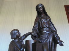 Large bronze statue of Mary encouraging a child to give a donation - signed F. Mage - Probably France - second half of 19th century