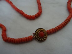 Precious coral necklace with 18 karat gold clasp